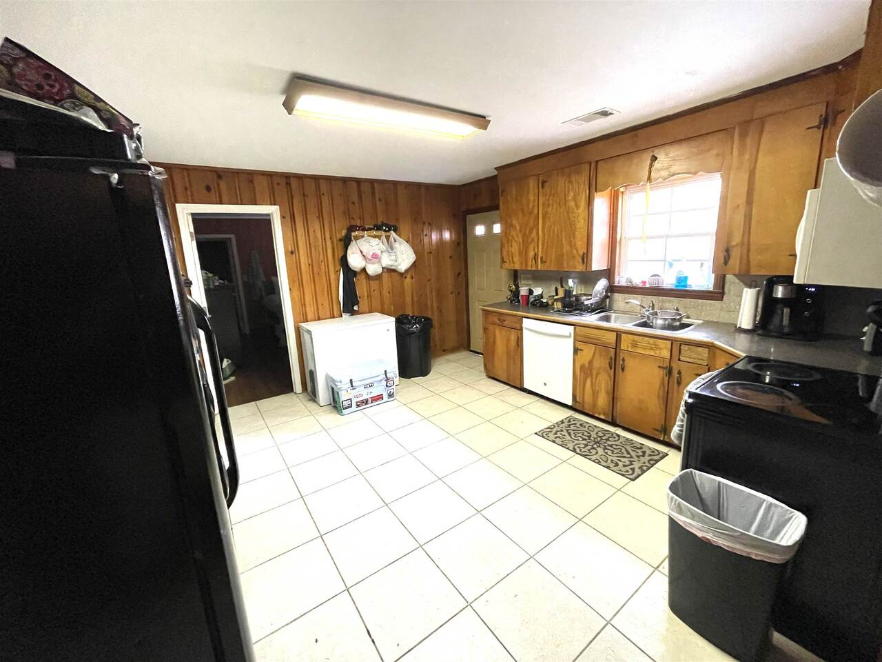 View Slide 3 for listing 9043695