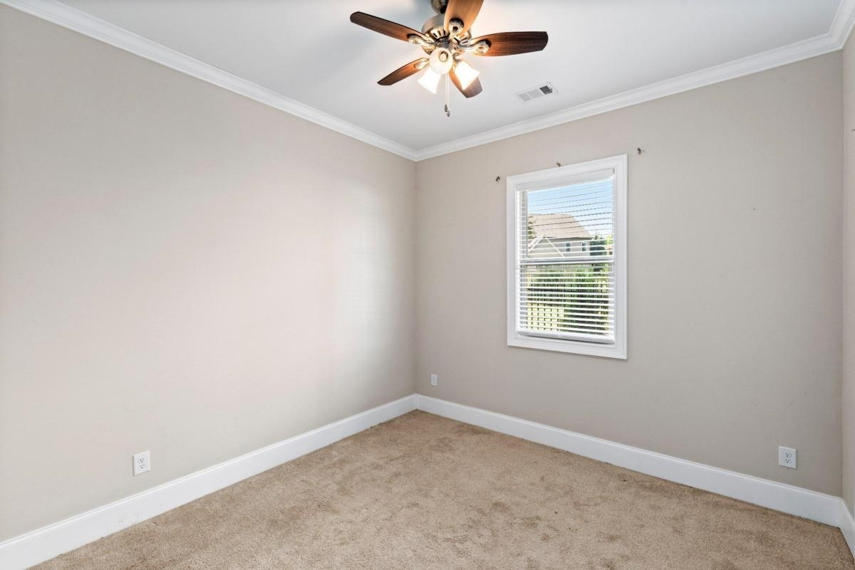 View Slide 15 for listing 9044167
