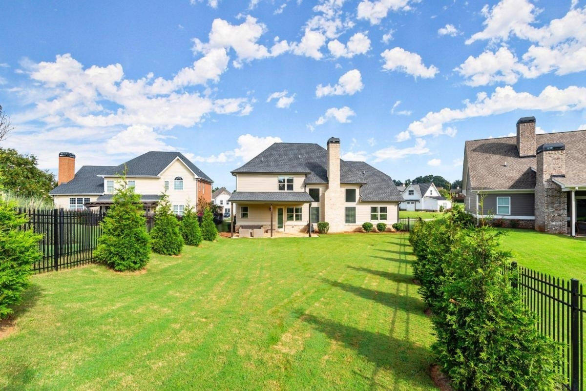 View Slide 47 for listing 9044167