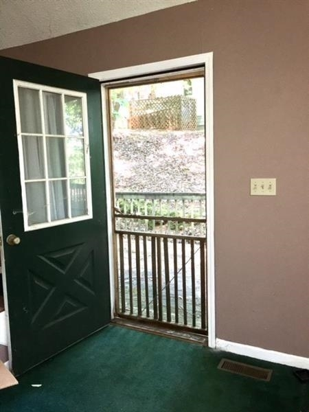 View Slide 32 for listing 9009307