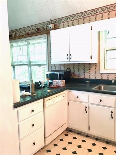 View Slide 4 for listing 9009307