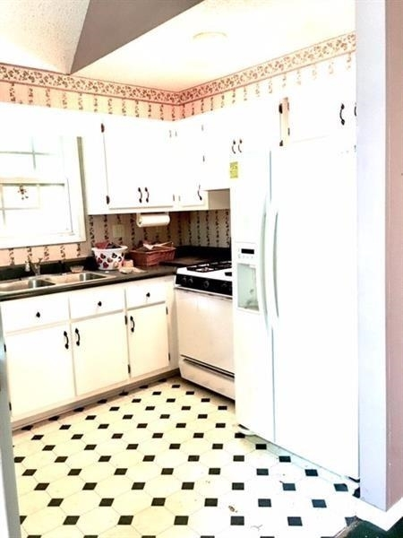 View Slide 5 for listing 9009307