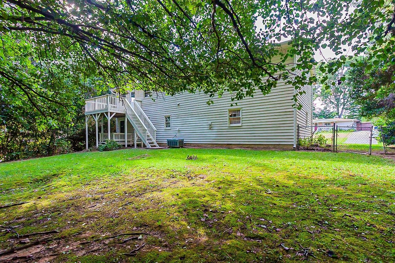 View Slide 24 for listing 9044814
