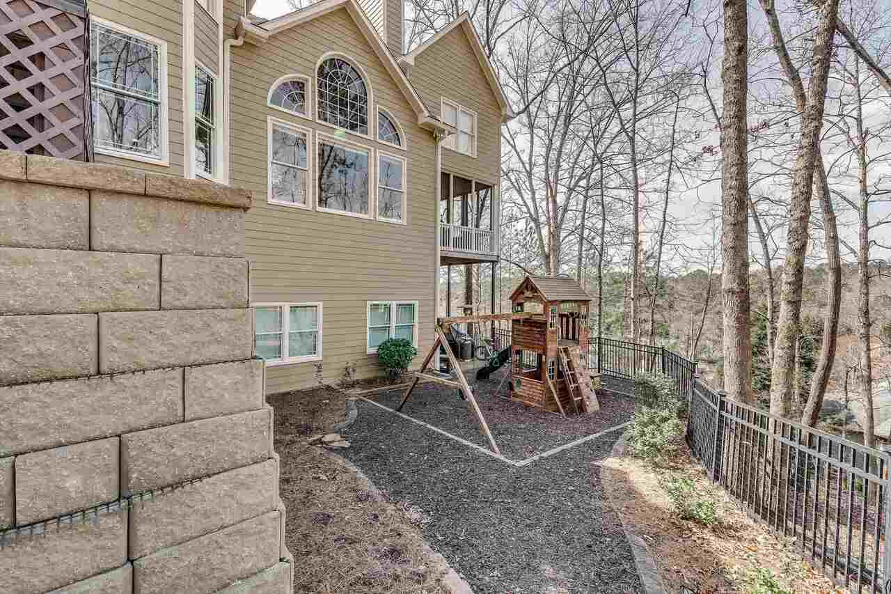 View Slide 12 for listing 9045935