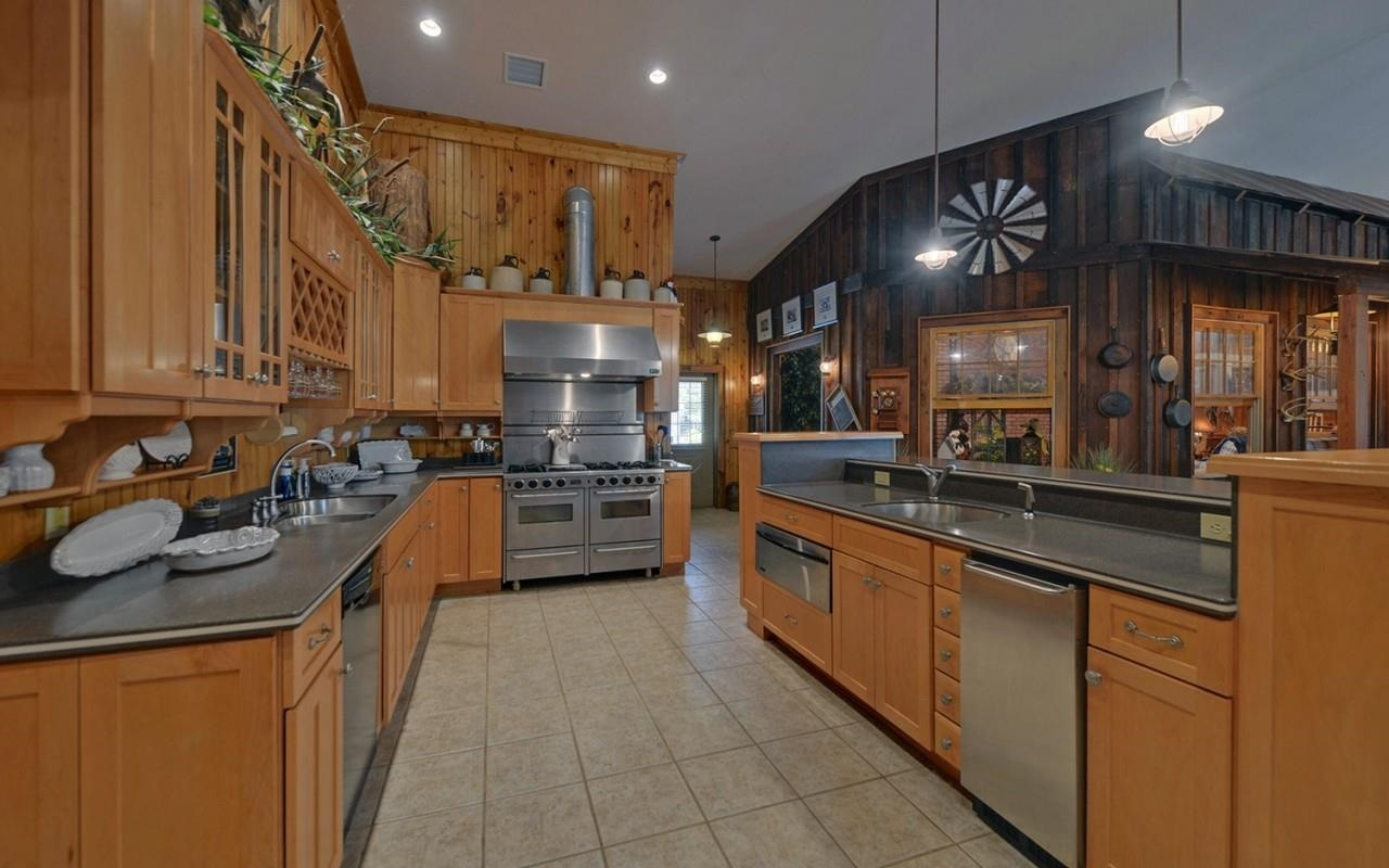 View Slide 45 for listing 8980814