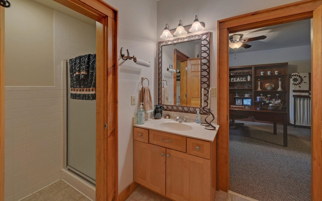 View Slide 56 for listing 8980814