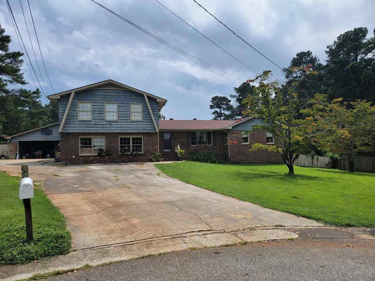 View Slide 12 for listing 9041948