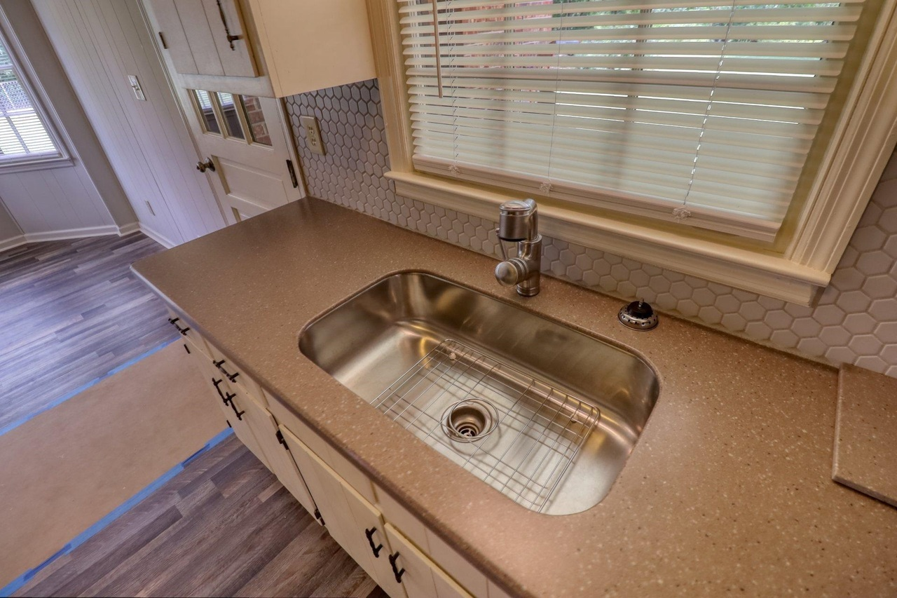 View Slide 18 for listing 9048245