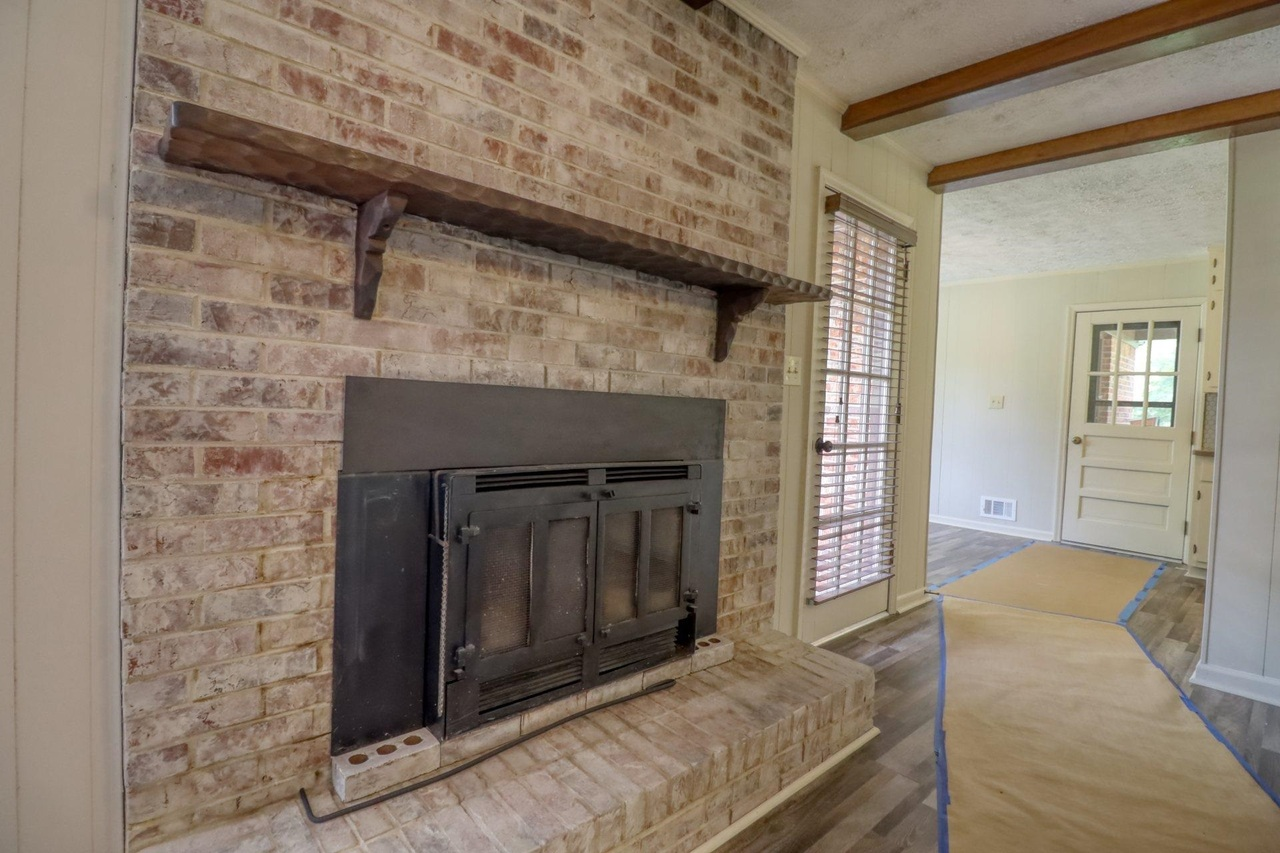 View Slide 20 for listing 9048245