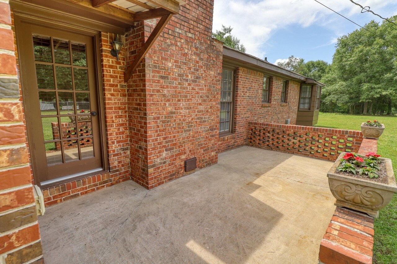 View Slide 31 for listing 9048245