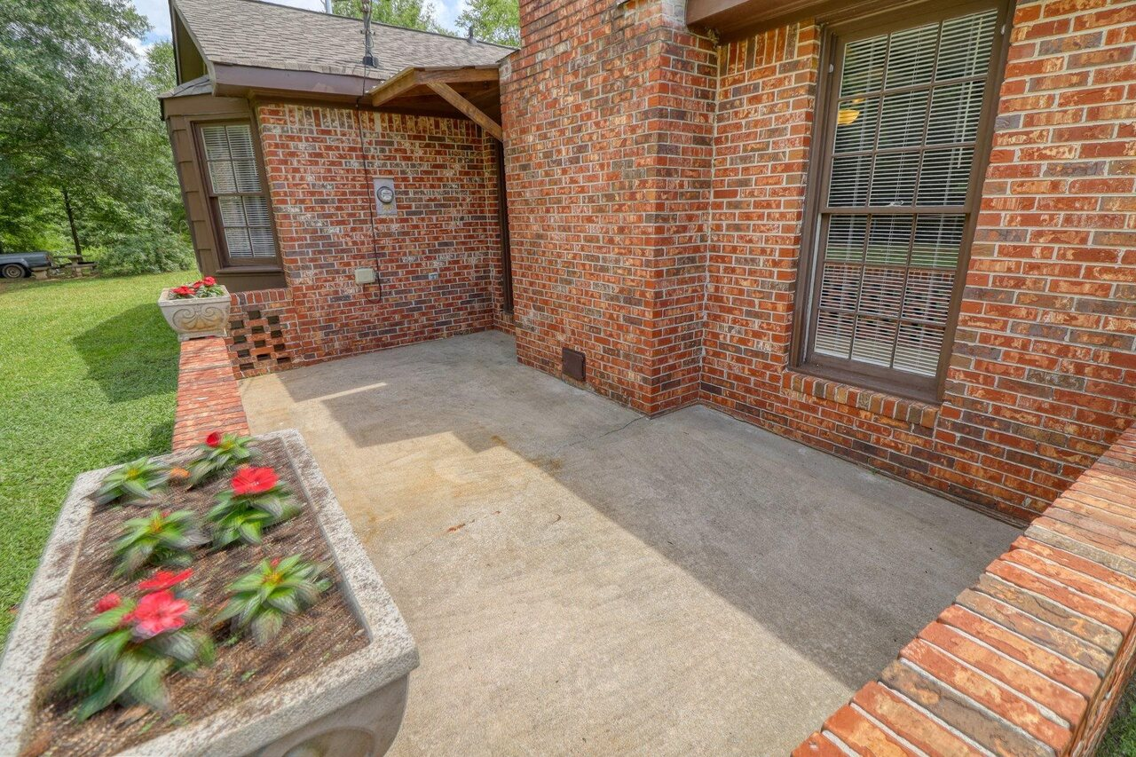 View Slide 35 for listing 9048245