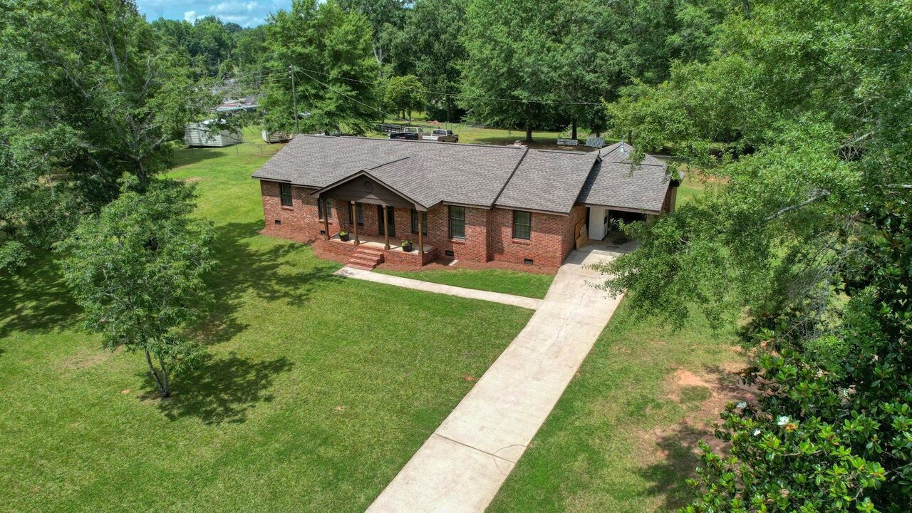 View Slide 8 for listing 9048245