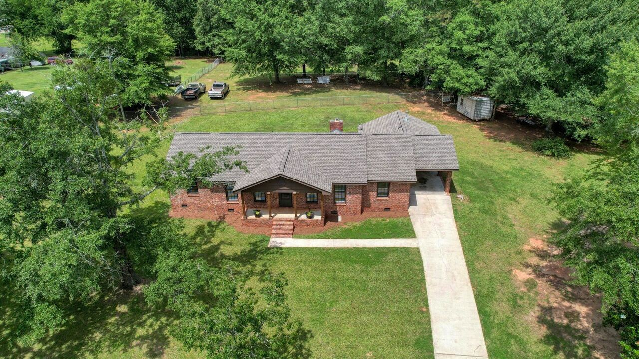 View Slide 9 for listing 9048245