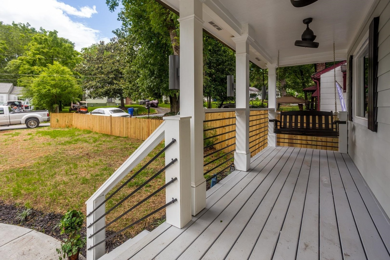 View Slide 2 for listing 9048902