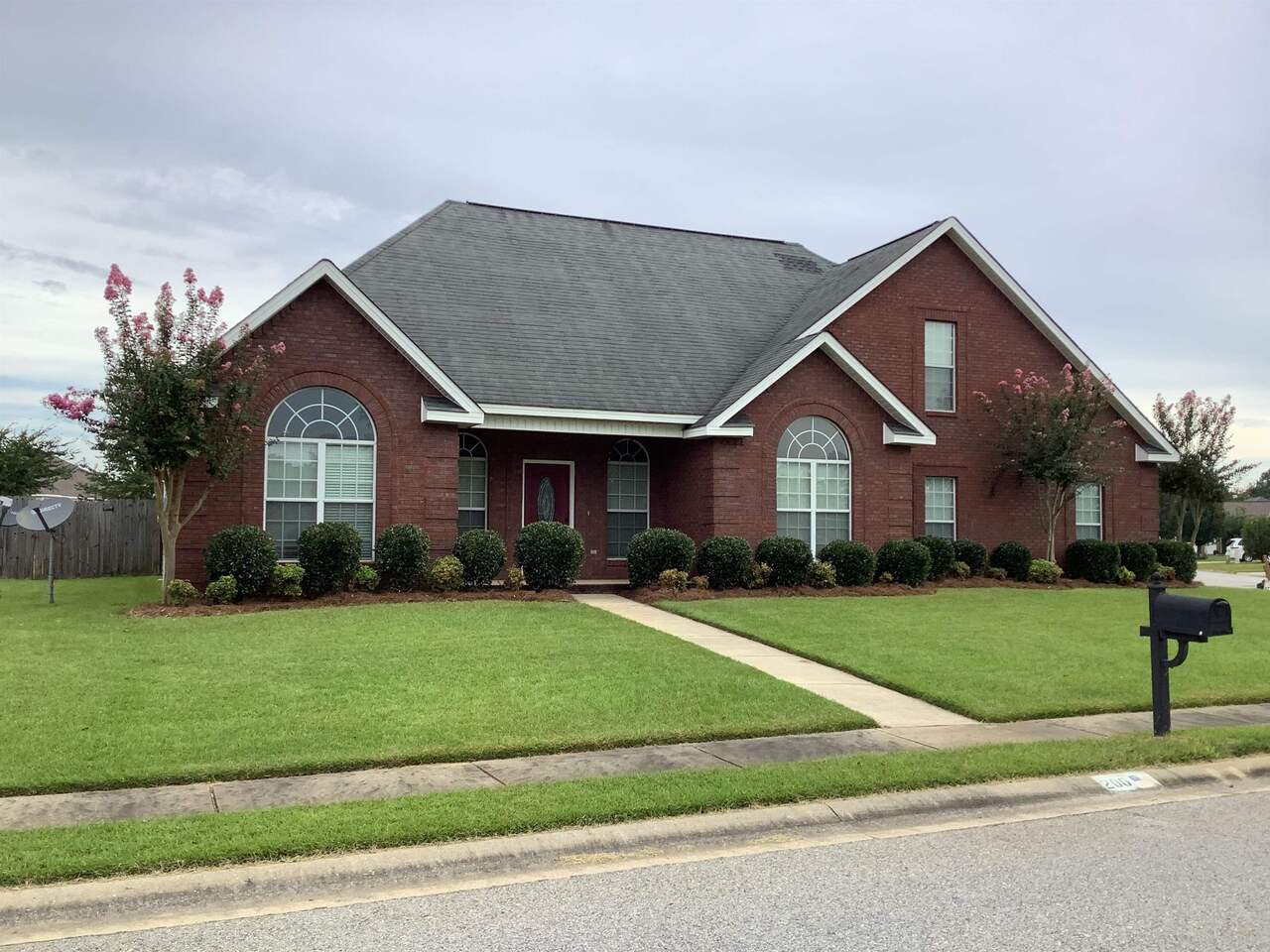 View Slide 2 for listing 9049143