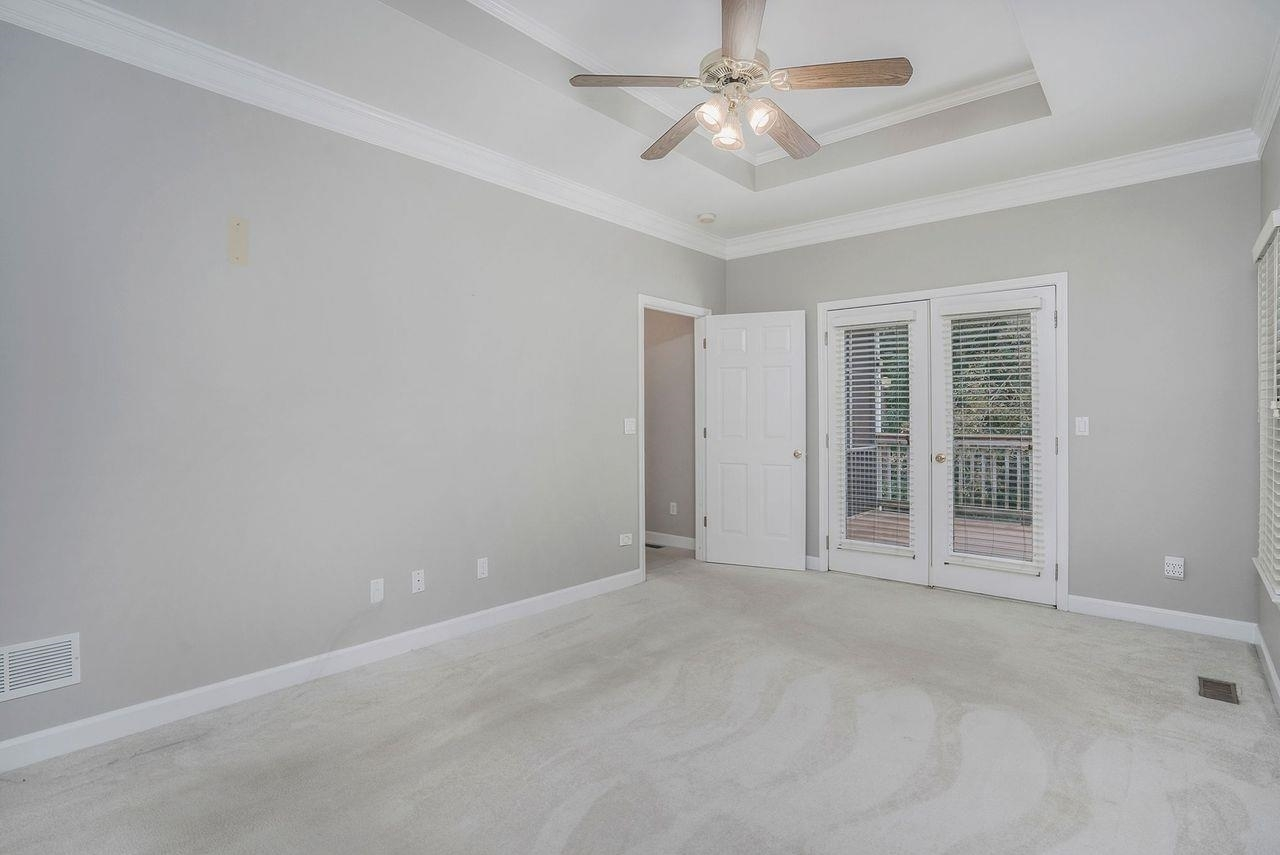 View Slide 10 for listing 9049741