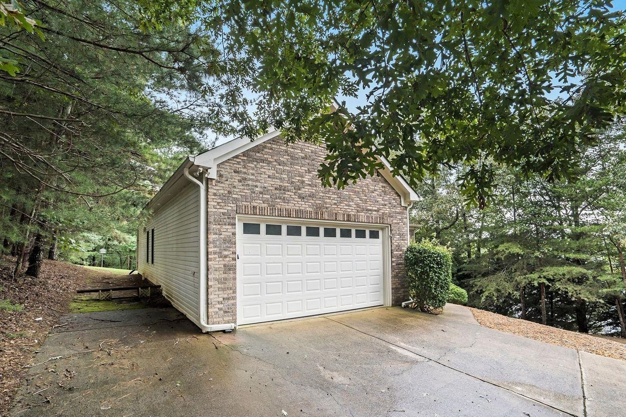 View Slide 1 for listing 9049741
