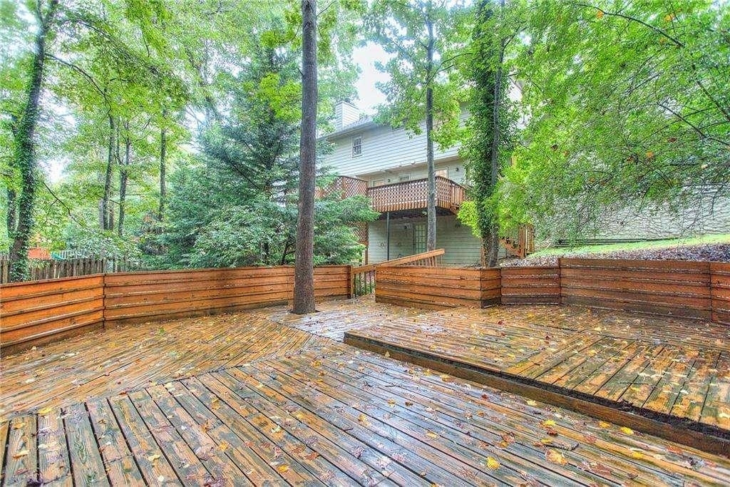View Slide 15 for listing 9049880