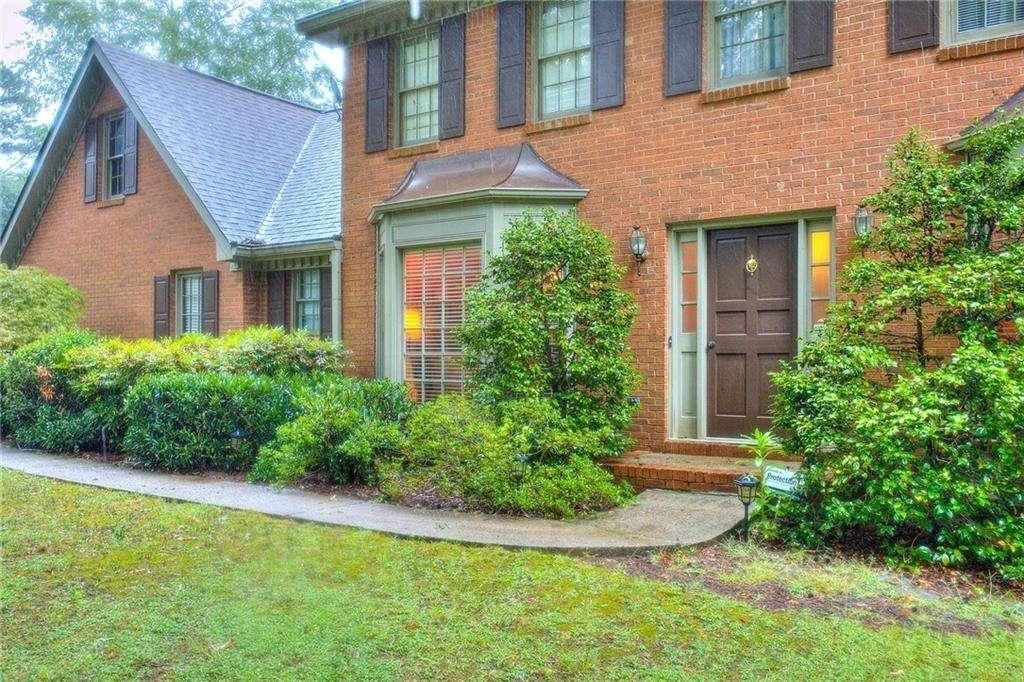 View Slide 1 for listing 9049880