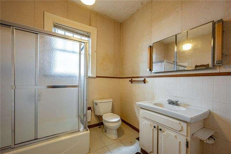 View Slide 16 for listing 9050441