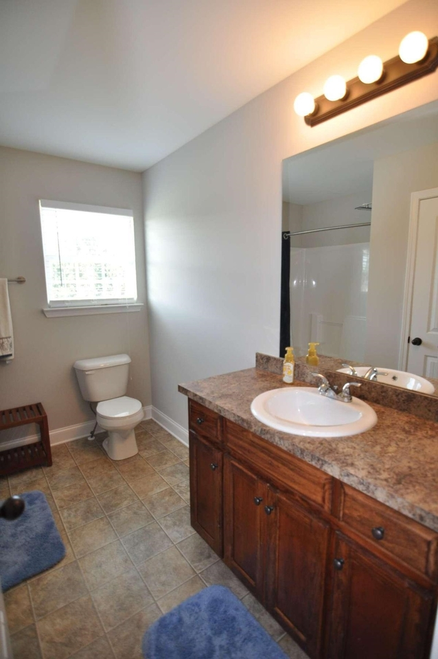 View Slide 32 for listing 9050453