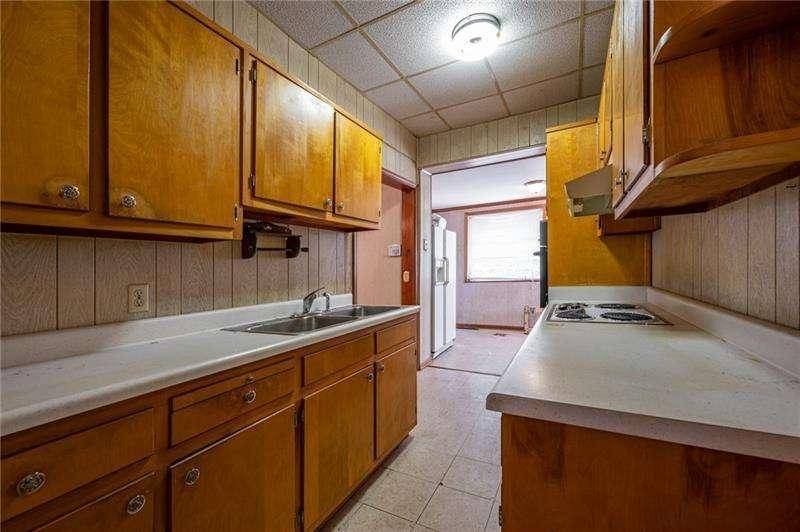 View Slide 9 for listing 9050441