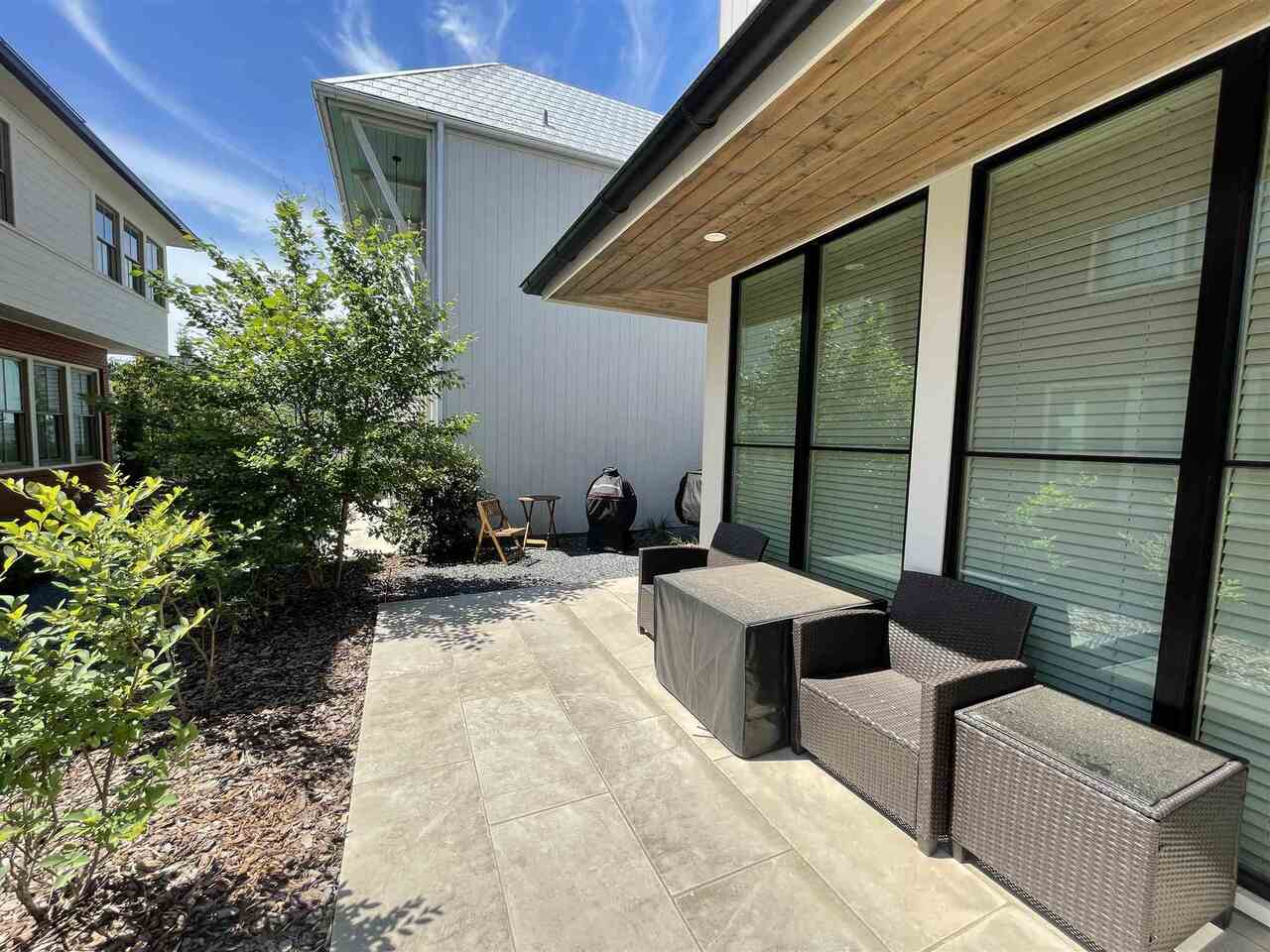 View Slide 4 for listing 9057718