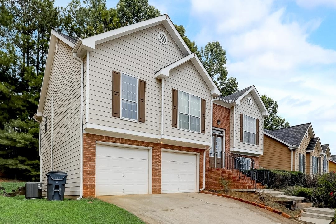 View Slide 9 for listing 9061606