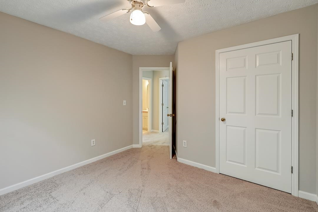 View Slide 18 for listing 9061606