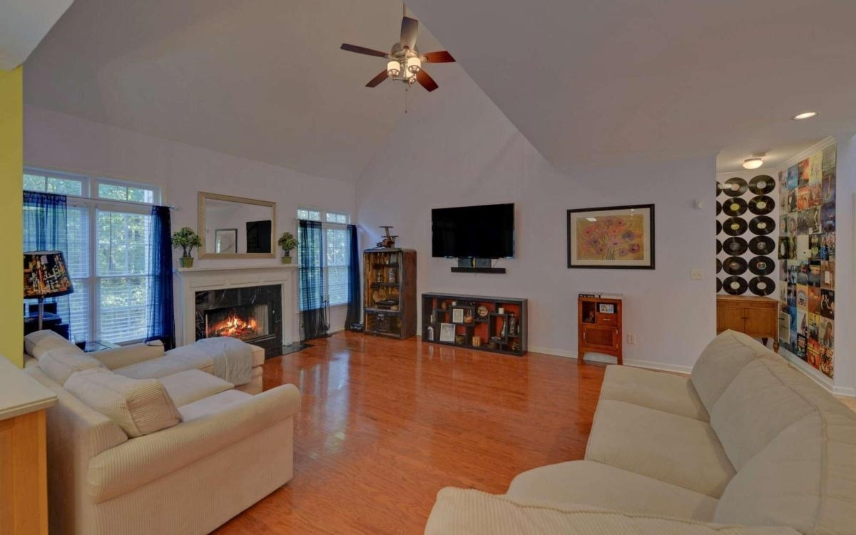 View Slide 10 for listing 9065135
