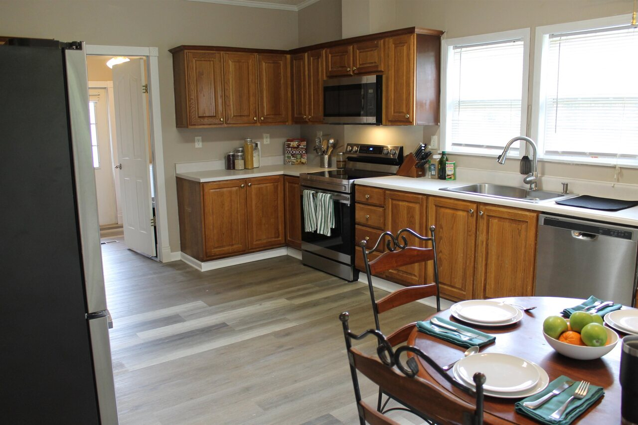View Slide 8 for listing 9065196