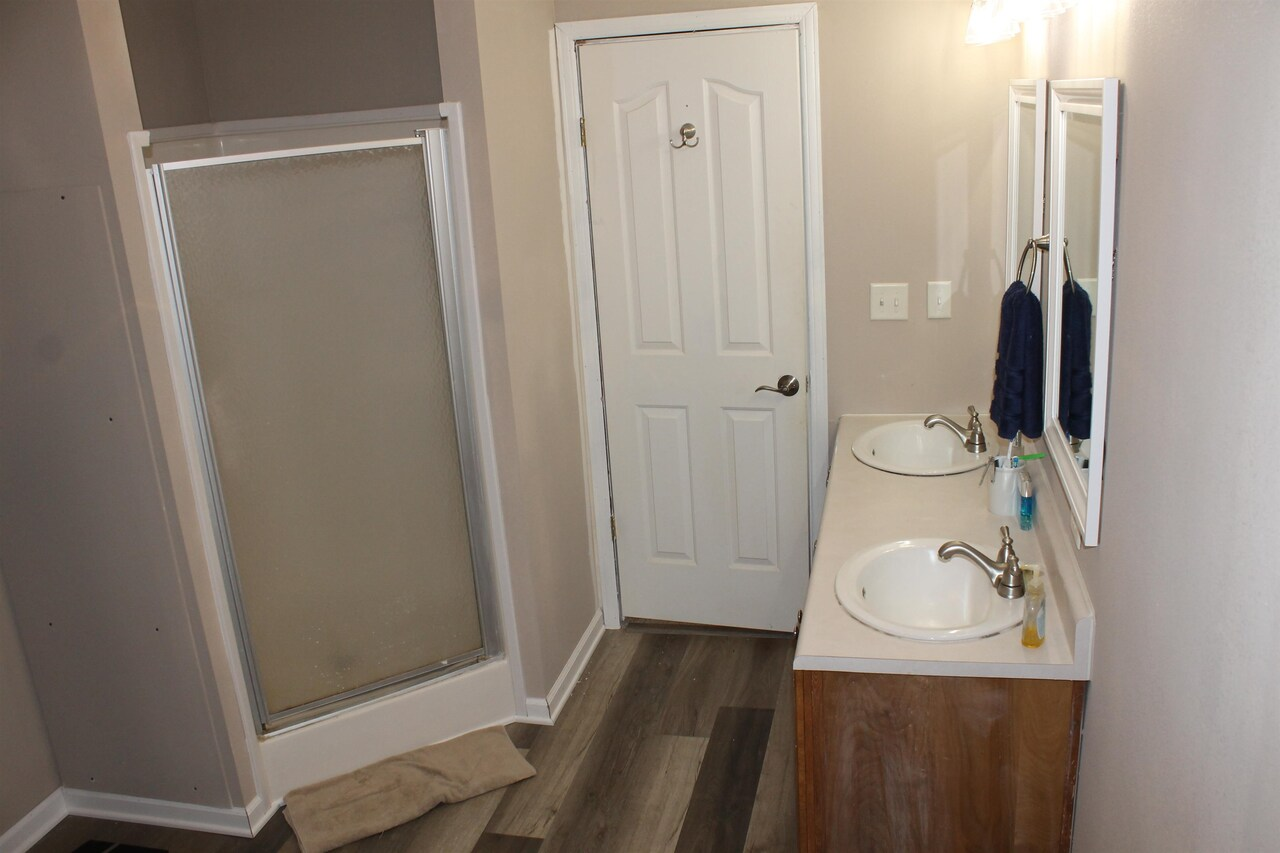 View Slide 20 for listing 9065196