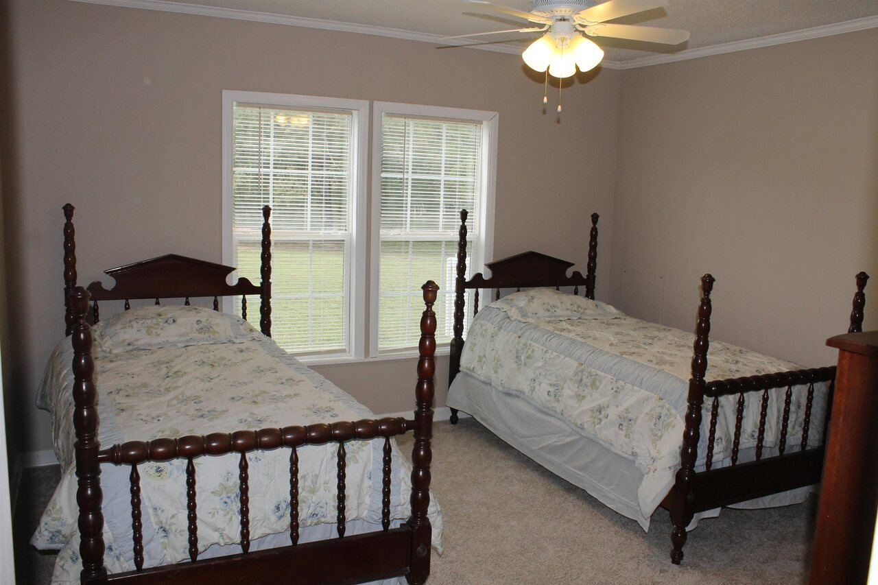 View Slide 25 for listing 9065196