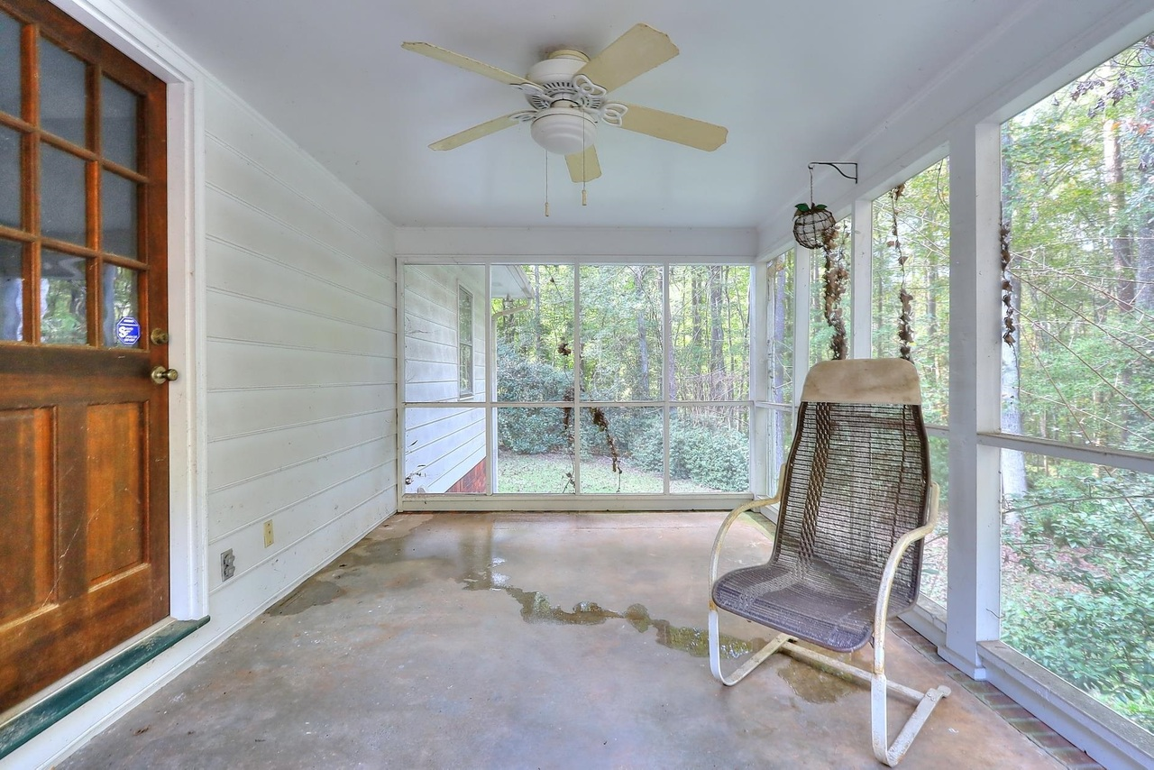 View Slide 5 for listing 9063572
