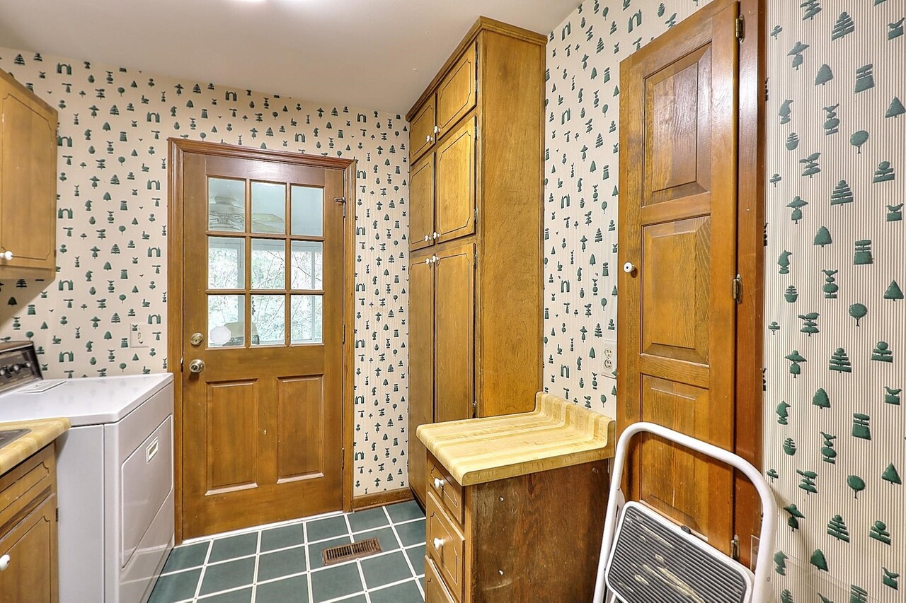 View Slide 37 for listing 9063572